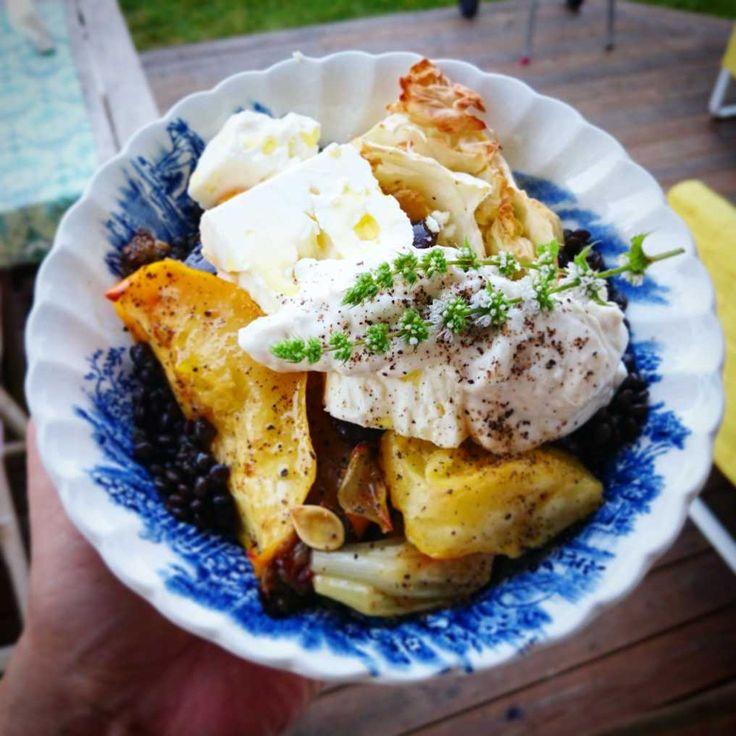 Äpplekokta linser med pumpa, kål, feta och veganmayo med mynta | Recept på Taffel
