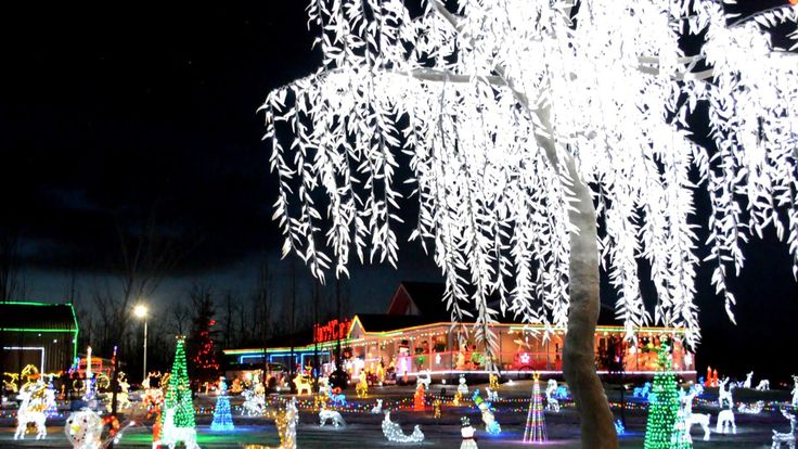 8 MUST-SEE HOLIDAY LIGHT DISPLAYS IN EDMONTON + AREA via @RaisingEdmonton