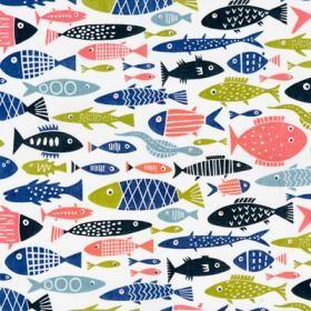 Fantastiska fiskar pryder tyget Fisk i design av Lotta Glave för Klippan. Passar fint att sy gardiner, kuddar, förkläden eller bordsduk av.