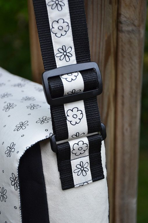 The focus is the strap on this bag. Just sew strip of fabric down center of webbing to distinguish right from wrong side. Plus, it dresses it up really nicely. Full tutorial and pattern to make this messenger bag (aka satchel or shoulder bag).
