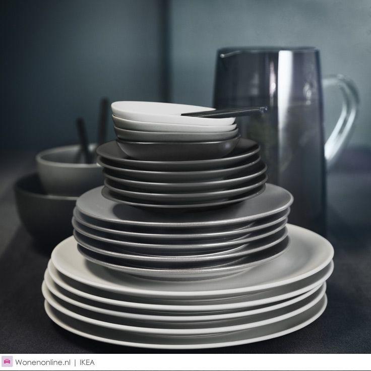 IKEA SITTNING. De limited edition collectie maakt van ieder diner een feest met servies, glazen, bestek, kandelaars en tafelkleden van prachtige materialen: van massief acaciahout en marmer tot handgeblazen glas.