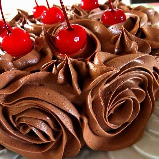 Mousse de chocolate e cerejas