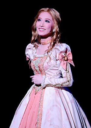 フォトギャラリー | 宙組公演 『Shakespeare 〜空に満つるは、尽きせぬ言の葉〜』『HOT EYES!!』 | 宝塚歌劇公式ホームページ