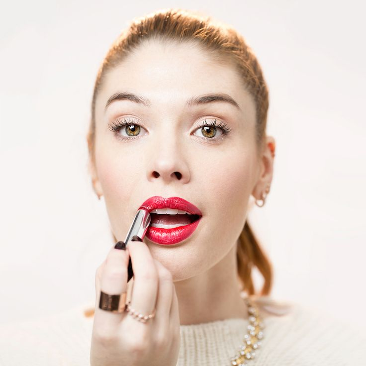 Avon Celebrity Makeup Artist Lauren Andersen shows us how to create a bold red lip.