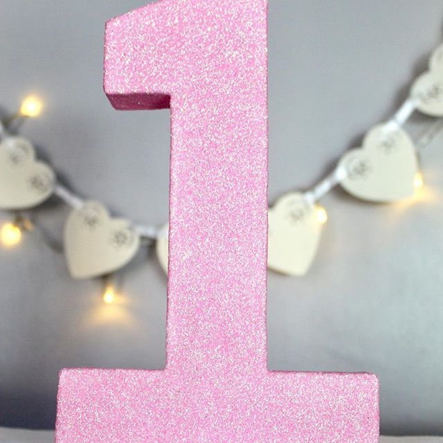 Seems to be the theme of today ;) . . . . #1 #one #partytabledecor #partytable #pinkglitter #glitter #mpsandtsc #uniquepartygifts #smallbusiness #kidsinteriors #childrensinteriors #kidsparty #childrensroom #playroomdecor #handcrafted #nurseryinspo #partystyling #personalised #customorder #homedecor #nurserydecor #partydecor #kidsroom #wallart #playroom #kidsinteriors_com