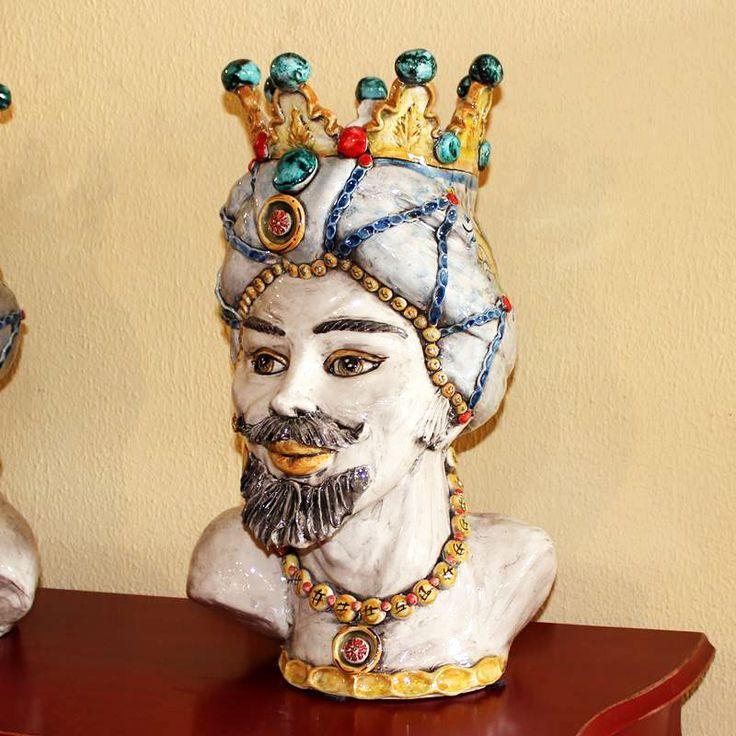"""Testa in ceramica di Caltagirone, linea """"Reale"""" collezione """"Verus"""".   Disponibile anche Coppia.  Dim. cm 30/33x H. cm 52."""
