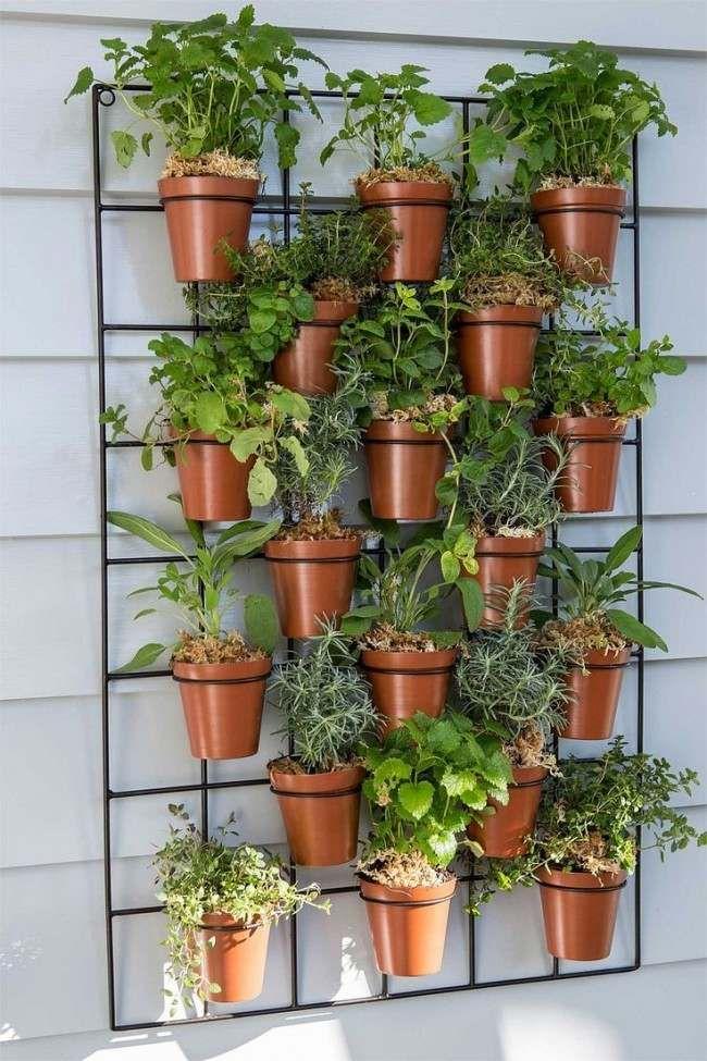 vertikaler Garten mit Blumentöpfen selber bauen und anlegen