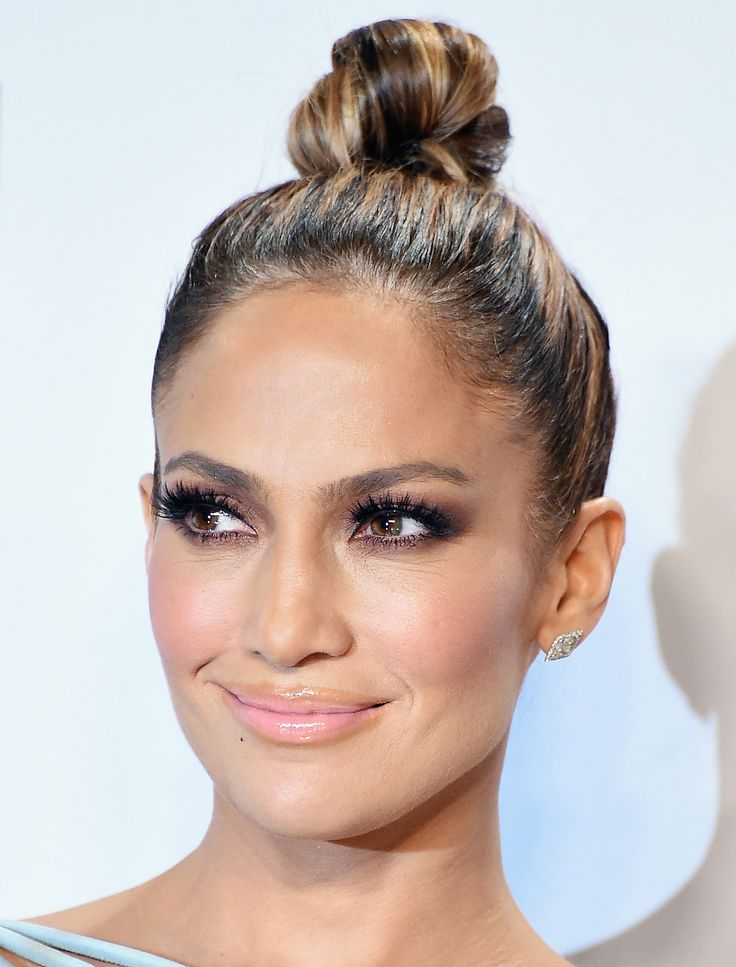 Exactly How to Get Jennifer Lopez's Glowing Makeup from the AMAs from InStyle.com
