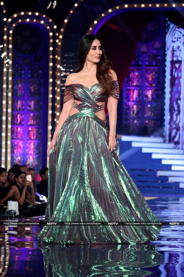 Runway Takeover By Kareena Kapoor At Lakme Fashion Week Lakme Fashion Week Fashion Indian Bollywood Actress