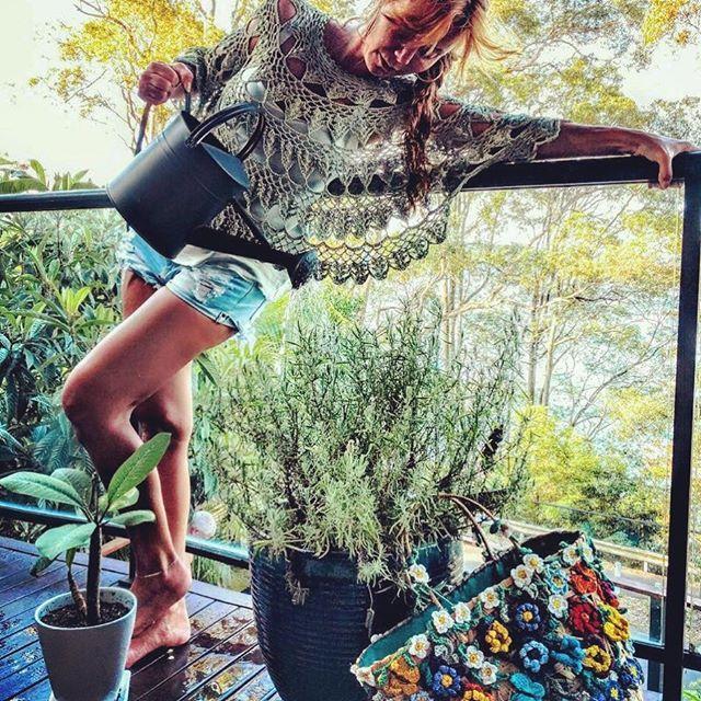 WEBSTA @ vanessamontoro - Summertime  Crochet time #vanessamontorostyle #vanessamontorocrochet #vanessamontorolifestyle ☝️