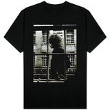 El único e inigualable Bob Dylan pasando por delante de un escaparate en Londres, 1966 T-Shirts