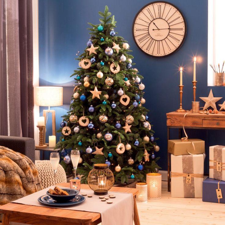 Un sapin de Noël en camaieu de bleu avec quelques jolies suspensions #Noel
