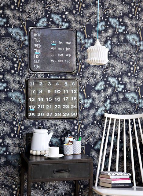 Magnetic calender made of old baking sheets. Diy-introductions in Finnish