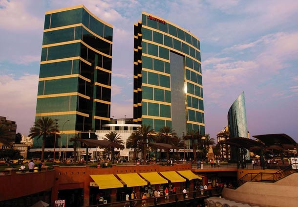 Hermosa arquitectura en el hotel de Lima