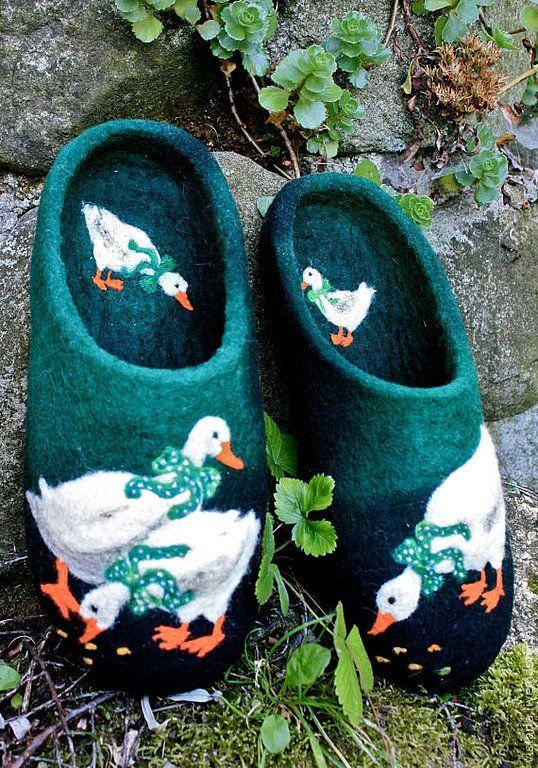 Купить Тапочки «С приветом из Праги» - зеленый, валяные тапочки, ручная авторская работа, гуси
