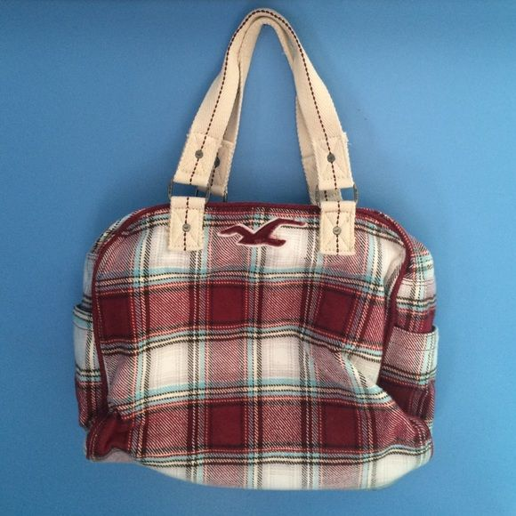 Hollister plaid overnight bag Super soft flannel material covering a spacious overnight bag. Has a few pockets inside, perfect for weekends away or overnight trips. Only used a few times and is in great condition Hollister Bags Travel Bags