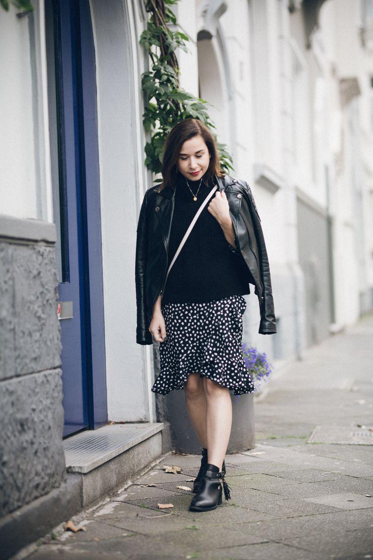 Easy Way to Wear Polka Dots in Fall: Chunky Knit Wear Over Wrap Dress: https://goo.gl/KyQeuD