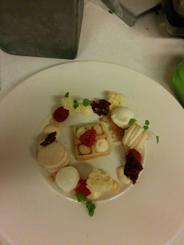 Witte chocolade/rozen/framboos/macarons