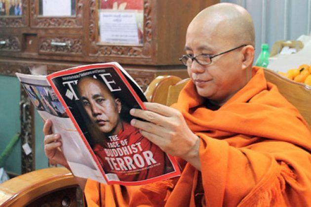 Berita Islam ! Rohingya dan Teroris Bernama Biksu Wirathu... Bantu Share ! http://ift.tt/2guxbdd Rohingya dan Teroris Bernama Biksu Wirathu  Pembantaian muslim Rohingya memutarbalikkan stigmatisasi teroris. Selama ini sosok jahat tersebut diasosiasikan dengan pria berjanggut celananya mengatung dan bersorban. Begitulah media arus utama meracuni pikiran kita dengan mengopinikannya. Halaman depan Koran Tempo Jumat 13 Maret 2015 misalnya terpampang gambar seorang pria berkopiah hitam dengan…
