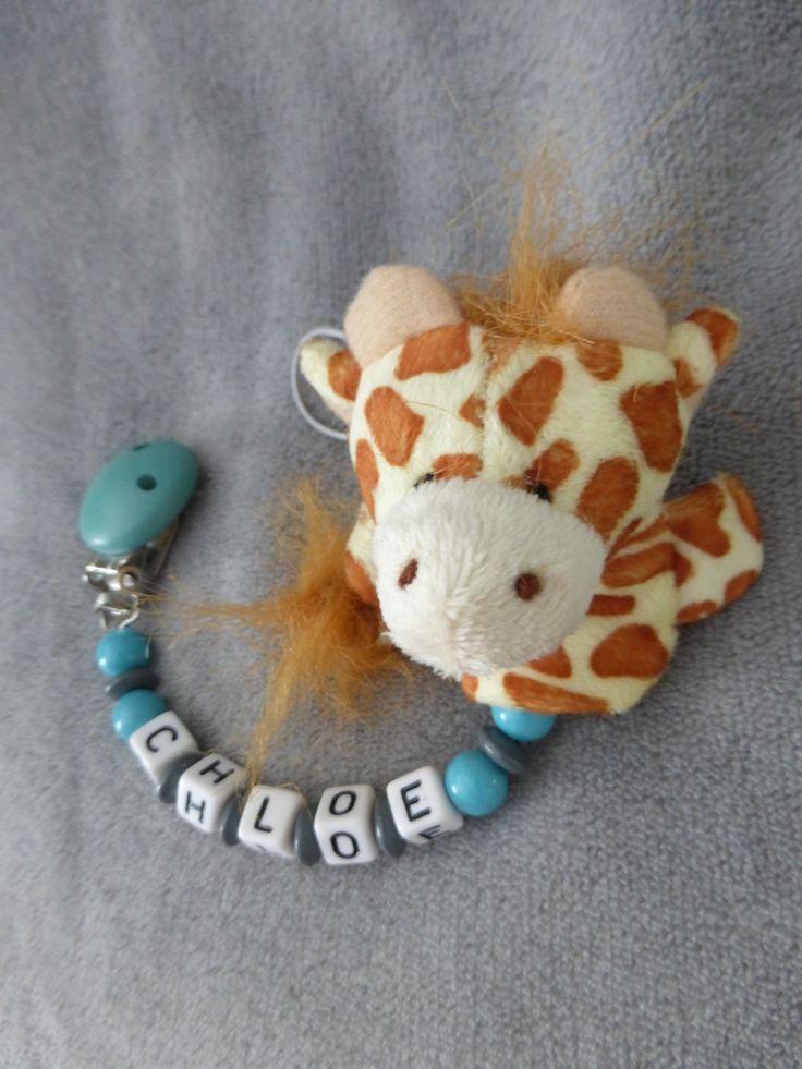 Attache tétine personnalisable, avec prénom, perles bleu turquoise et grises, peluche girafe : Puériculture par attache-tetine-peluche