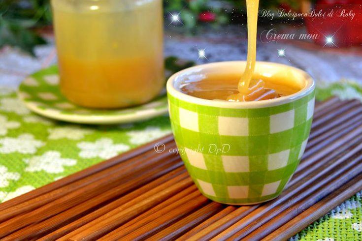 Crema Mou o dulce de leche a base di latte condensato fatto in casa.  Ricetta: http://blog.giallozafferano.it/dolcipocodolci/crema-mou-latte-condensato-fatto-in-casa/