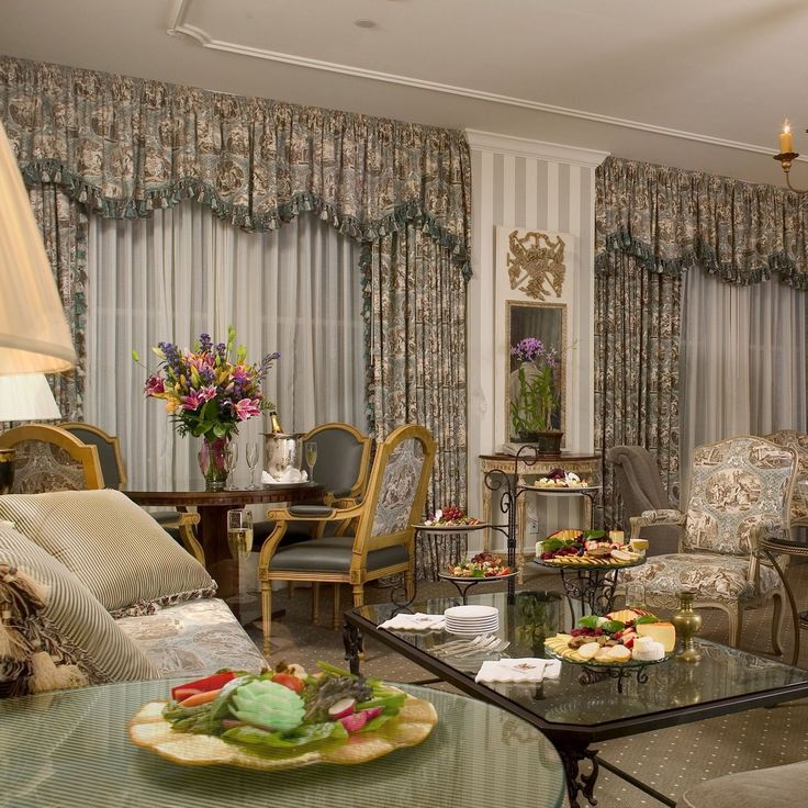 Places to stay in New Orleans? Hotel Monteleone has all the luxury that you will ever want. #NOLA
