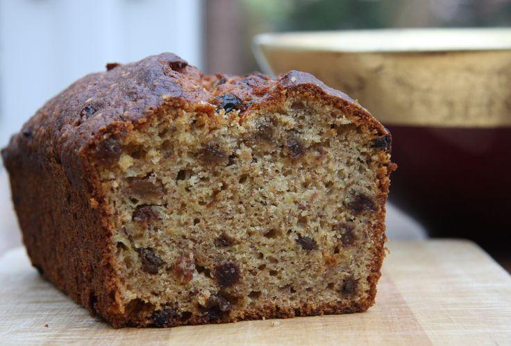 Κέικ μπανάνας με σταφίδες. Γρήγορο κέικ για να συνοδεύσετε τον καφέ, το τσάϊ σας ή απλά τις λιγούρες σας.