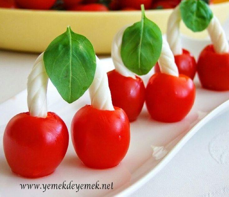 Tomates cerises, fromage tortillon et basilic