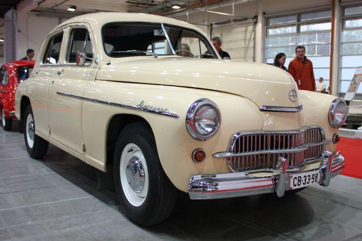WARSZAWA - samochód osobowy produkowany od 6 listopada 1951 do 30 marca 1973 w FSO (w warszawskiej fabryce na Żeraniu) na licencji ZSRR[3]