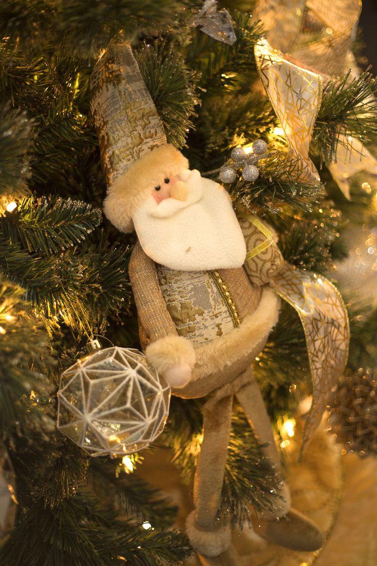 Nuestra colección navideña GLITZ se distingue por sus figuras con acabados texturizados en tonos dorado y plateado, para una Navidad elegante llena de luz. Haz clic y conoce la colección completa. #Navidad #Decoracion #Tendencias