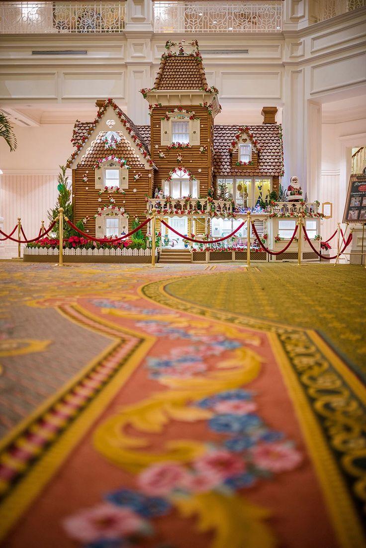 As cenas mais bonitas do ano em Orlando e nos parques e resorts da Disney World com certeza acontecem durante as festas de Natal e fim de ano. Cada resort é decorado de acordo com o seu próprio tema e nos mínimos detalhes: das árvores de Natal e as guirlandas até os biscoitos de gengibres decorados especificamente para o tema e o clima de cada local. Confira 5 fotos que me deixaram de boca aberta na decoração deste ano dos resorts. Você vai estar por lá? Disney's Yacht Club Resort Este ano…