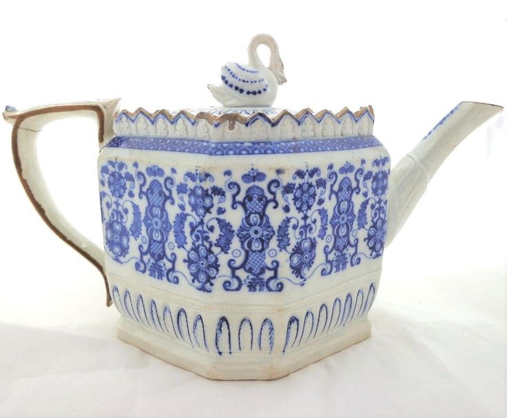 Here we have an antique, collectable early 19th Century pearlware transfer printed octagonal shaped tea pot with a swan finial, dating from circa 1805 - 1810. Spout leaf moulded octagonal shape. The teapot has a 9 hole lozenge strainer and a very distinctive Thomas Harley swan finial. (See pl913 & 917 p153 A Directory of British Teapots, Berthoud & Maskell) The white pearlware body the shape is recorded as being produced around 1810, possibly by Thomas Harley of Lane End, (now known a...