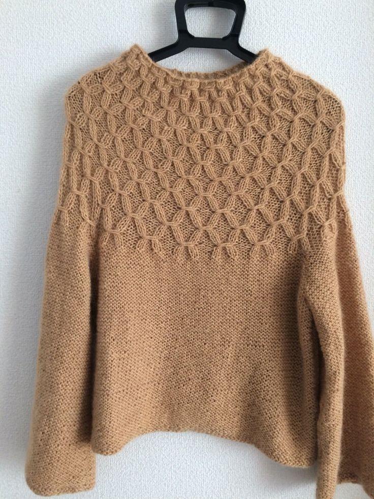 スモッキングセーター : バラと手作りの日々 スモッキングの部分を早く編みたくて、まっすぐ編みの身頃と袖は爆編みしました。スモッキングは思ったほど難しくなくて、どんどん編めました。