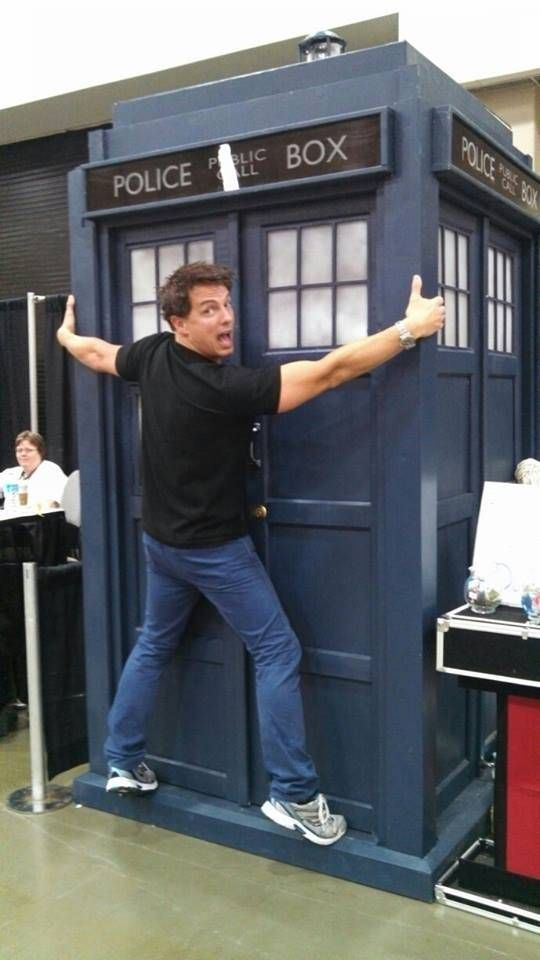 John Barrowman gives his ultimate seal of approval to the DIY Tardis | David J Rodger ¦ Science Fiction & Dark Fantasy