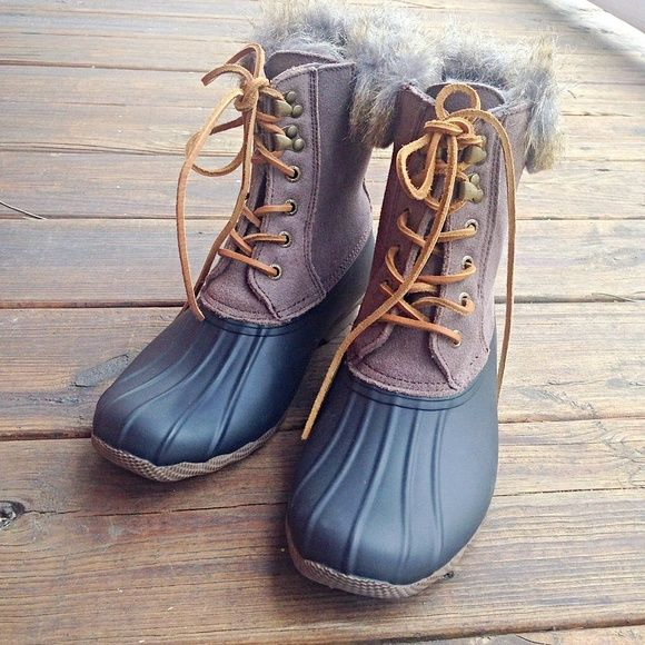 Flash Sale•Sperry Duck Boots SOO warm! Size 8.5 Sperry duck boots with suede and faux fur. Fits 8-8.5. NWOT or box. Reasonable offers accepted. Sperry Top-Sider Shoes