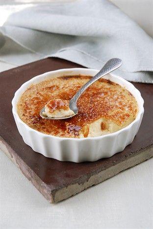 Sucré - Crème brûlée. Ingrédients : 1 gousse de vanille-4 jaunes d'œufs-130 g de sucre en poudre-20 cl de lait-25 cl de crème fraîche-1 càs de liqueur à l'orange. Recette sur le site.