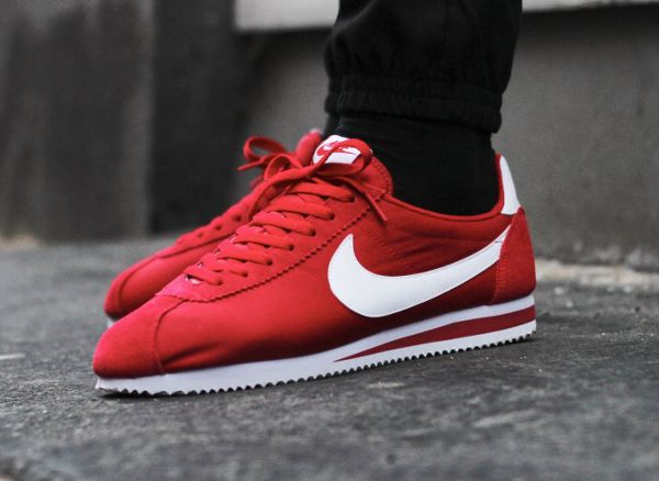 nike cortez red black