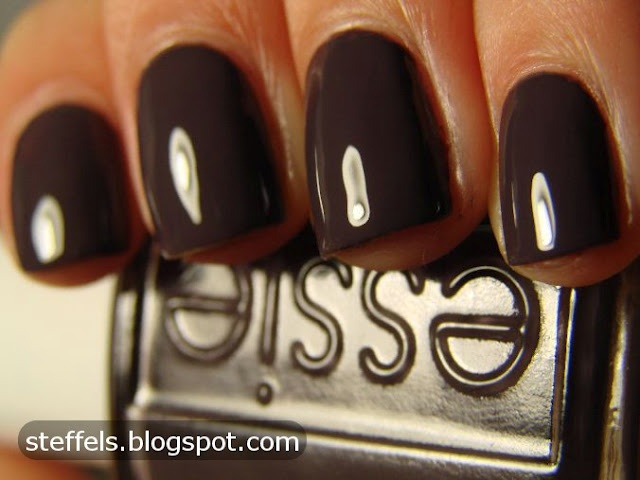 essie smokin hot -  good neutralish color