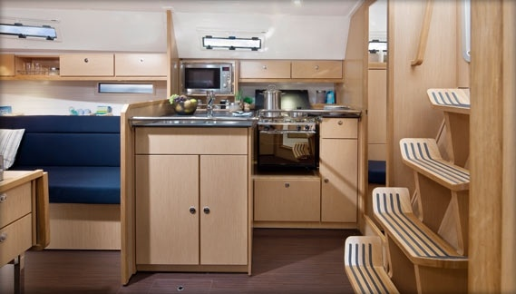 Bavaria Yachts Cruiser 36 interior