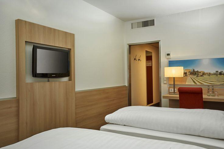 Einblick in eines der Business Twin Zimmer im H+Hotel Darmstadt