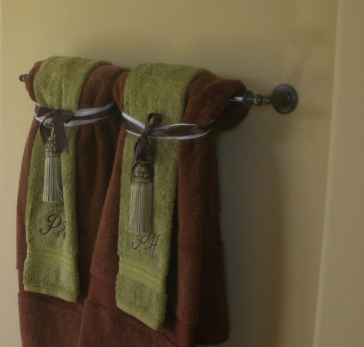 Hanging Decorative Towels In Bathroom. Decorative Towels In The Bathroom