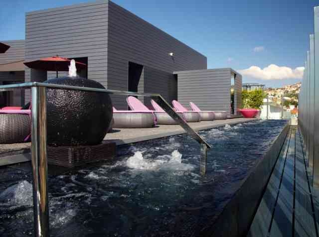 A rooftop pool with a 360º view    The ultimate urban oasis