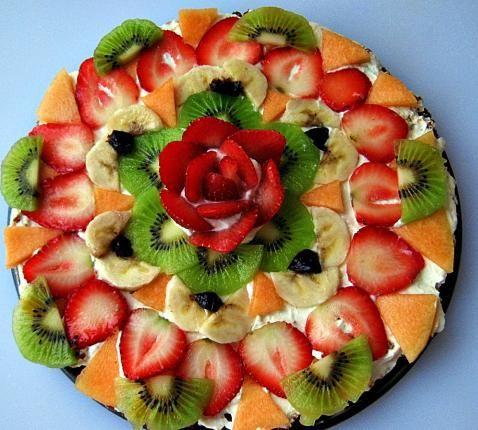 meyveli kek pizzası