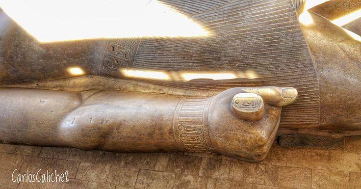 El poder en la mano #Power in your #Hand     #esfinge #memphis #sphinx #honor #stone #rock #art #egipto #egypt #beautiful #travelling #travel #travelphotography #mytravelgram #discovery #religion