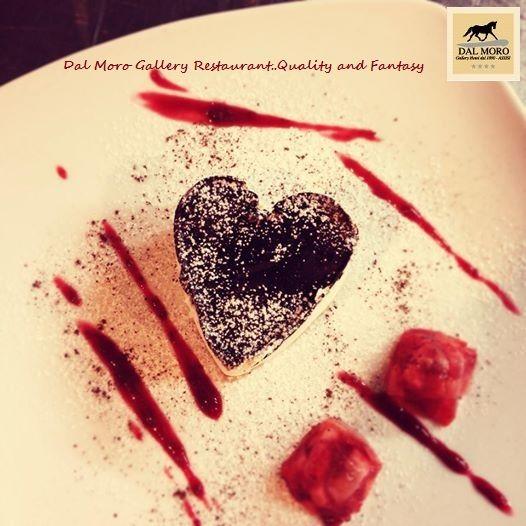Cheesecake di Philadelphia e Nocciole glassato al Cioccolato Fondente e Pepe Rosa (San Valentino) #SanValentino #Restaurant #Assisi #Food