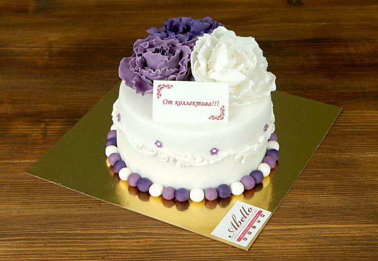 """Торт """"Гармония""""  Многим известен афоризм, что истинная красота - в простоте, не так ли? Торт #гармония - это простой, но до изумления нежный торт, оформленный в светлых тонах с необычайно красивыми цветами фиолетового цвета. Этот торт вызовет восхищение у всех гостей на Вашем празднике!   Заказать вкуснейший тортик, как на фото, можно от 2-х кг всего за 2250₽/кг.  Специалисты #Абелло готовы помочь с выбором красивого и качественного десерта по любому поводу по единому номеру: +7(495)565-3838…"""