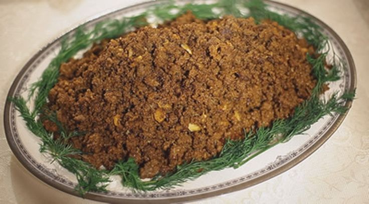 Malzemeler 1 kg dana kaburga üstü kıyması 250 gram sucuk içi baharat karışımı (Kimyon, karabiber, kırmızıbiber, yeni bahar) 10 diş sarımsak Yarım çay bardağı sıvıyağ