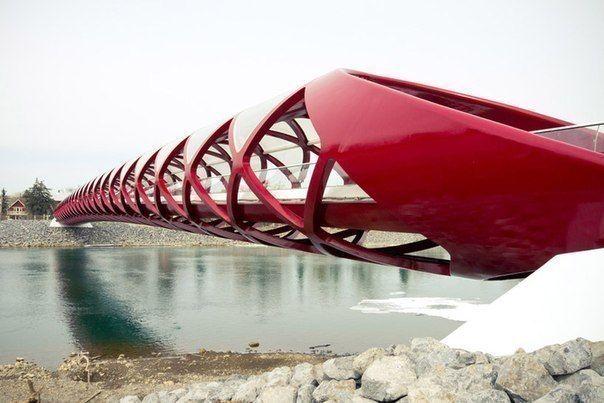 Сантьяго Калатрава - пешеходный мост в Канаде.