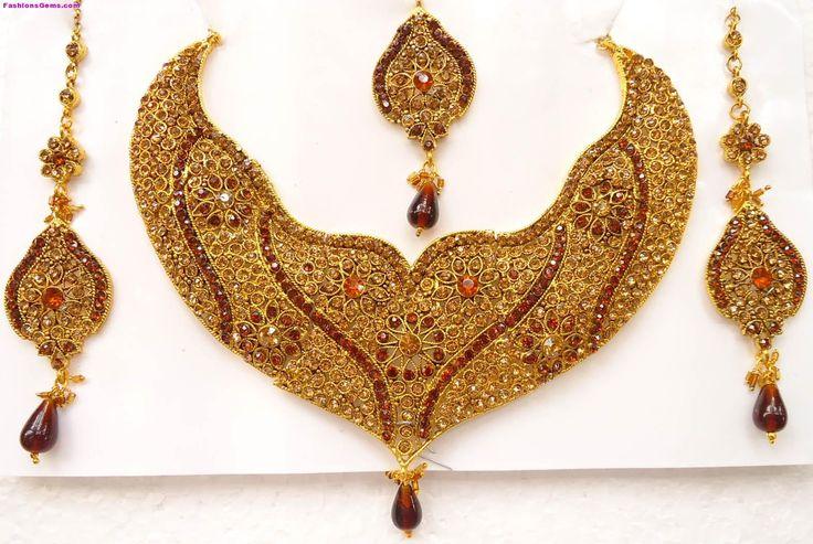 Gold Necklaces Designs in Dubai | Bridal-Jewellery-Sets-Designs-Kundan-Gold-Pearl-43