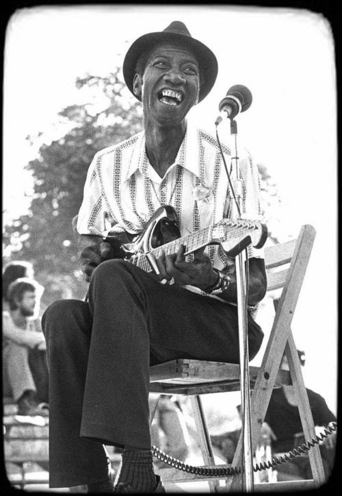 1000 images about blues artists on pinterest delta blues elmore james and lead belly. Black Bedroom Furniture Sets. Home Design Ideas